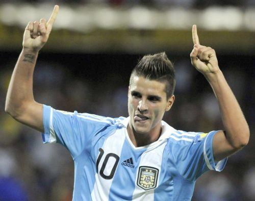Con la maglia dell'Argentina. Si vede il tatuaggio sul polso
